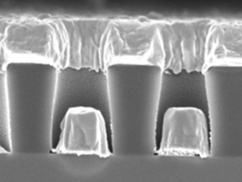 A photo showing indium bump deposition with clean fill between the photoresists.
